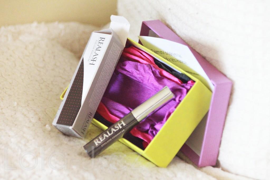 eyes, oči, lola-j, soutěž, competition, giveaway, řasy, bez sér, realash, začátek, recenze, kosmetika, sérum pro růst řas, present, balíček, dárek, pošta, jarní design, krabička, blogger, blog, žlutá, fialová, mašle