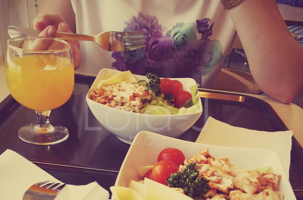 hello may, food, salad, blogger, ikea, friends, lunch, lola-j, blog, fashion, cosmetics, love, juice, orange, style, tomato, meat, cheese, salad, salát, oběd, jídlo, kamarádky, česká blogerka