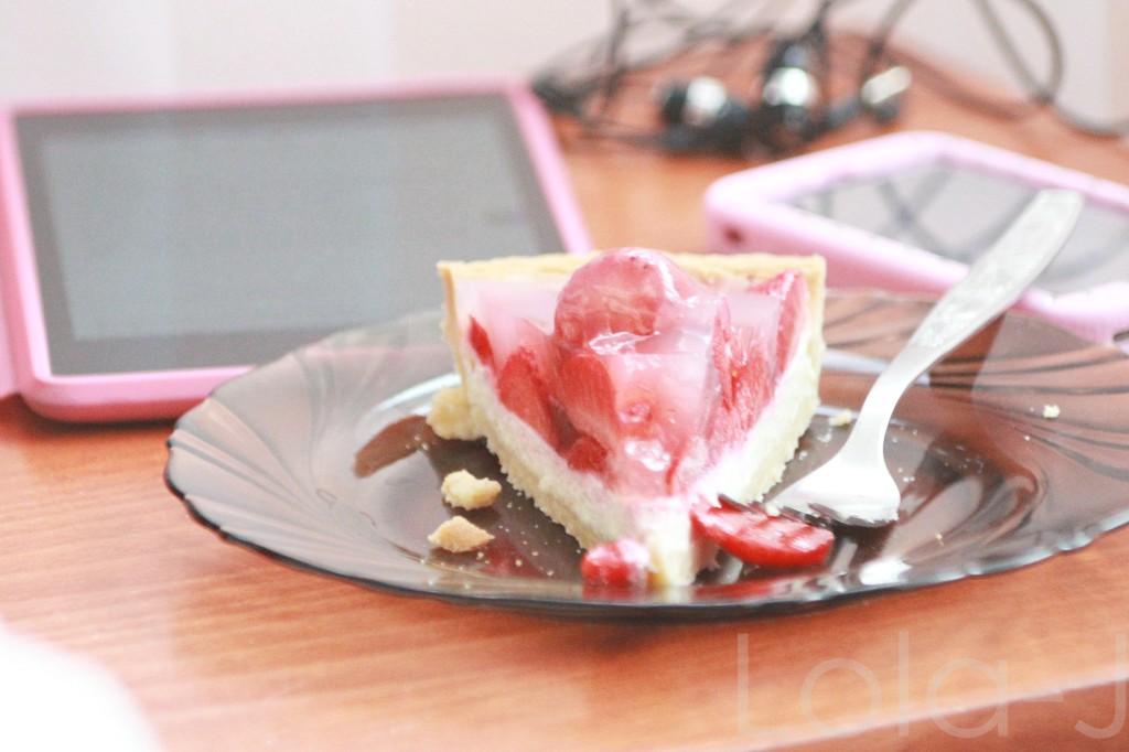 jahodový koláč, pink friday, blog, blogger, girl, iphone, tablet, pink case, food, strawberry, cake, sweet, lifestyle, cosmetics, fashion, beauty, lifestyle, blogerka, česká,