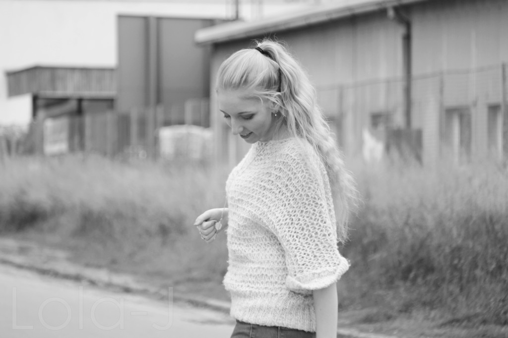 ootd, comfy sweater, lola-j, fashion blogger, czech girl, česká blogerka, fashion, outfit of the day, comfortable sweater, topshop, cream, white, short sleeve, blonde hair, blond vlasy, pony tail, culík, style, swag haha, irony, pink lips, sunny day, slunečno, zataženo, počasí, česko, brno, móda z ulic, dnes nosím, inspirace, beauty lifestyle blogger