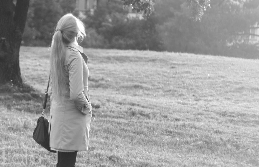 outfit idea, blog, lola-j, blogger, fashion, autumn, podzim 2014, beige coat, béžový kabát, blonde girl, hair, long, straight, pony tail, inspiration, my photo, czech republic, česko, čr, móda, tipy, ootd, teenager, blogerka, lifestyle, school, škola, highschool, mantel, black and white, černo bílá, nature, příroda