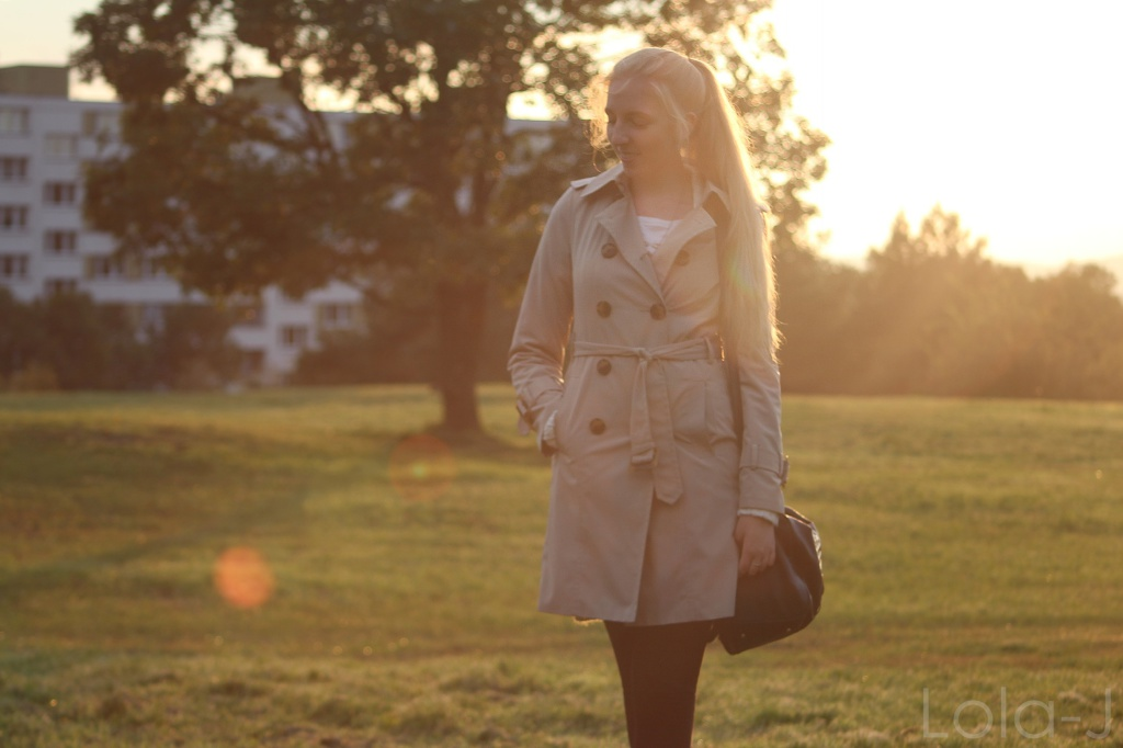 outfit idea, blog, lola-j, blogger, fashion, autumn, podzim 2014, beige coat, béžový kabát, blonde girl, hair, long, straight, pony tail, inspiration, my photo, czech republic, česko, čr, móda, tipy, ootd, teenager, blogerka, lifestyle, school, škola, highschool, mantel, nature, příroda, sunset, sunshine, photography