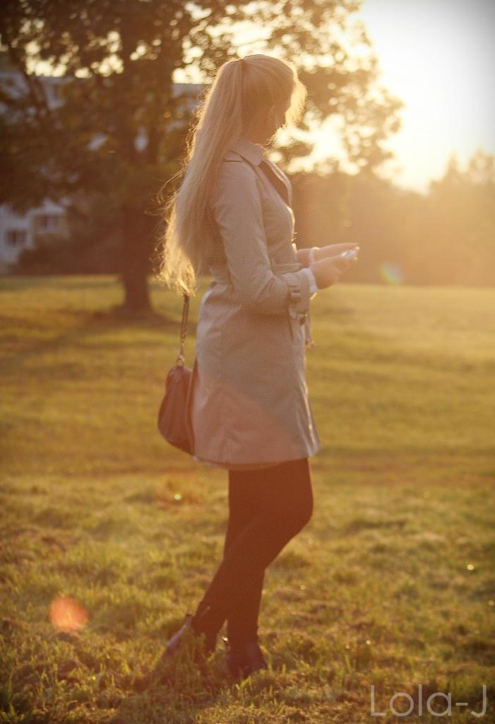outfit idea, blog, lola-j, blogger, fashion, autumn, podzim 2014, beige coat, béžový kabát, blonde girl, hair, long, straight, pony tail, inspiration, my photo, czech republic, česko, čr, móda, tipy, ootd, teenager, blogerka, lifestyle, school, škola, highschool, mantel, nature, příroda, sunset, sunshine, photography, iphone, cell phone, mobil, accesories