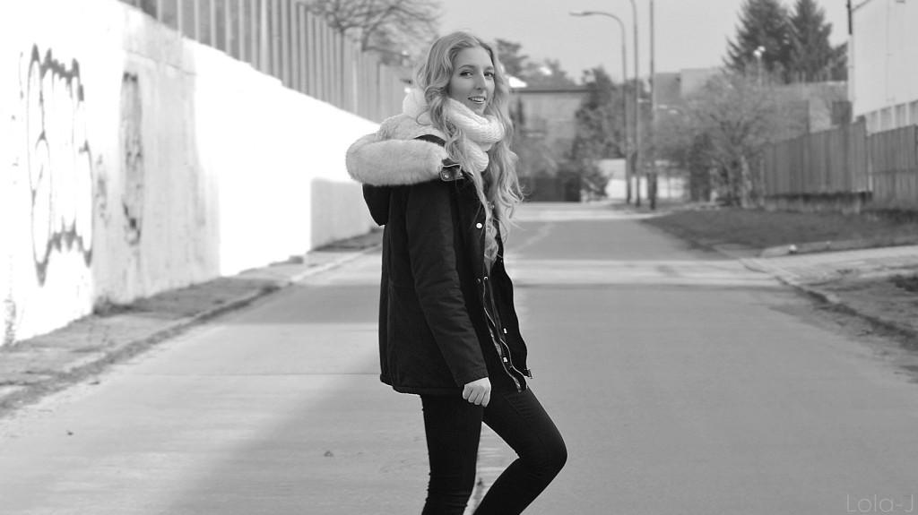 lola-j, czech blogger, česká blogerka, blonde, girl, teenager, fashion, lifestyle, cosmetics, beauty, parka, pimkie, dark, coat, winter, 2015, faux fur, white, light, outfit, boots, shoes, style, love, world, peace