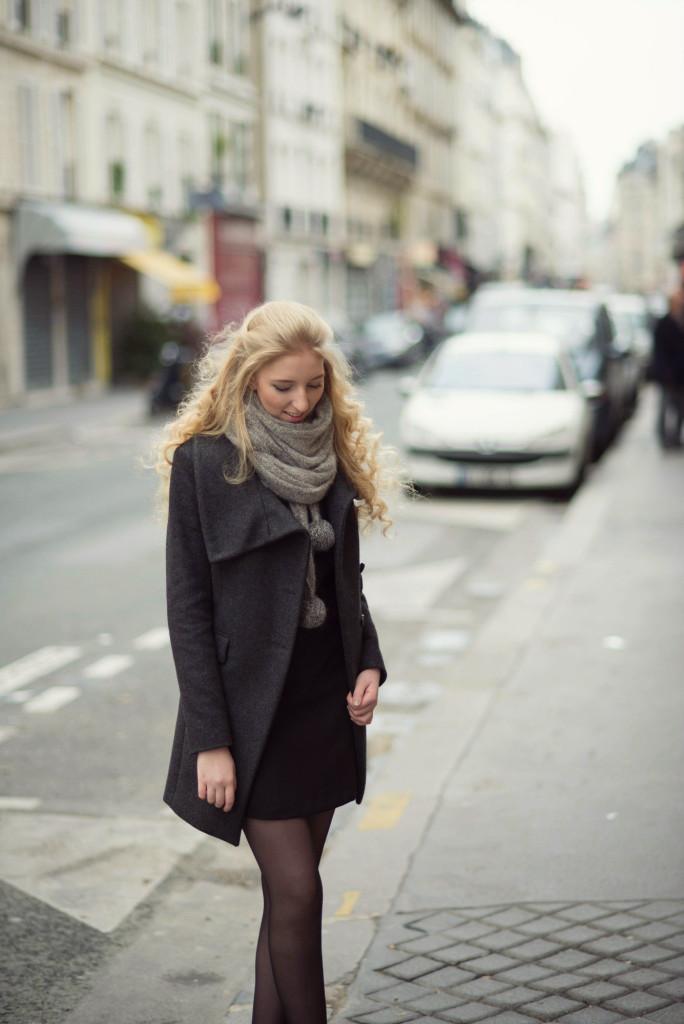 art du basic, paris, paříž, francie, france, fashion, blogger, blogerka, lola-j, teenager, girl, blonde, long, curly hair, styling, style, black, little, casual, dress, coat, scarf, grey, combination, inspiration, tights, kotníkové boty, shoes, dnes nosím, i am wearing, lifestyle, beauty, cosmetics