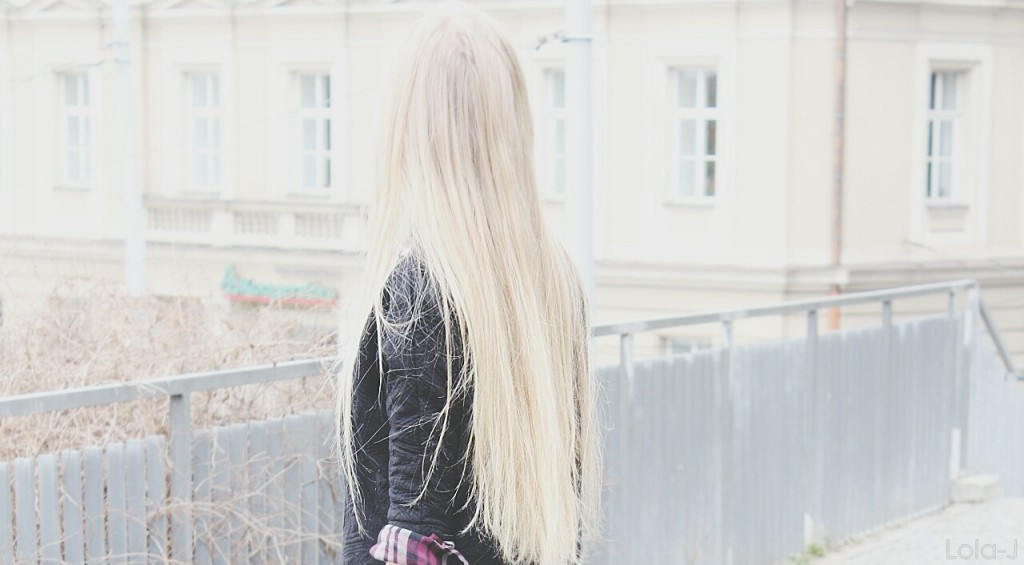 czech, bloggers, girls, české, blogerky, holky, dívky, teenagers, teenagerky, blonde, red hair, ginger, white, march, cold, brno, březen, čr, česká republika, ootd, outfit of the day, black madness, sweatshirt, shirt, checked, černý svetr, kostkovaná košila, flanel, necklace, náhrdelník, fuck, chanel logo, límeček, crazy face, funny, obličeje, grimasy, překvapené výrazy, surprised face expression, long hair, straight, yell, křičící, rovné, dlouhé vlasy, natural, přírodní, style, inspiration, city, town, fashion, móda, beauty, krása, cosmetics, kosmetika, lifestyle, životní styl, lola-j, blogerka