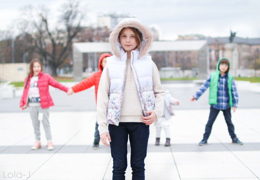létající ryba, brno, kids fashion, children, děti, dětská móda, česko, čr, janáčkovo divadlo, před janáčkovým divadlem, modern, style, moderní oblečení, clothes, clothing, oděv, brunettes, hnědovlasí, projekt, blogerka, blogger, life style, girl, blogerka, životní styl, contrast, city life, winter, tips, zima, 2016, kontrast, barvy, colors, colorful, label, mark, MayOral, scottish, skotsko, running, běhání, neposednost, happiness, štěstí, radost, joy, smile, laugh, úsměv, smích, dětský, grey, šedá, šeď, models, modelové, modelka, model