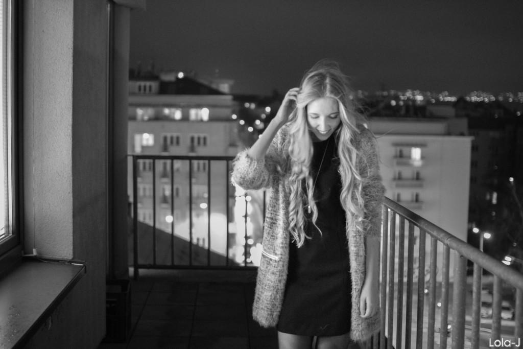 lola-j, blog, blogger, czech, lifestyle, životní styl, fashion, móda, food, jídlo, cosmetics, kosmetika, beauty, krása, POSH me, sukně, jupe, quality, skirt, kvalita, Soul Bistro, Bioderma, sponsors, media, partners, Jen Ženy, cz, bloggers event, událost, večírek, city, město, glass, building, window, sklo, okno, night, evening, noc, večer, blonde, girl, blondýnka, česká blogerka, vlogerka, youtuberka, youtube, blogspot, domain, vlny, hair style, waves, black dress, classy, white, gold, black, grey, outfit, mua, Soul Bistro, healthy food, zdravé jídlo, raut, welcome dring, alcohol, city, black and white, smile, curls, dress, winter, spring, balcony, balkon, černobílé město,