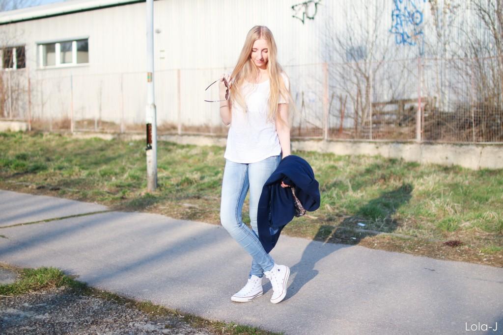 lola-j, czech blog, blogger, girl, teenager, young lady, woman, long blonde hair, natural, high school, life, style, fashion, beauty, cosmetics, trends, tricks, tips, ootd, outfit, dnesnosim, inspiration, inspo, ideas, fresh, cool, smile, happy, happiness, photo shooting, professional, česká blogerka, módní blog, kosmetika, krása, životní styl, tipy, triky, rady, dagens outfit, dnešní outfit, today's, inspirace, nápady, jaro, spring, 2016, školní, střední škola, blond dlouhé vlasy, přírodní, úsměv, radost, štěstí, tumblr, good vibe, dobrá nálada, optimismus, sunshine, slunce, kabát, coat, blue, modrý, jeans, světlé džíny, conversky, bílé, white converse