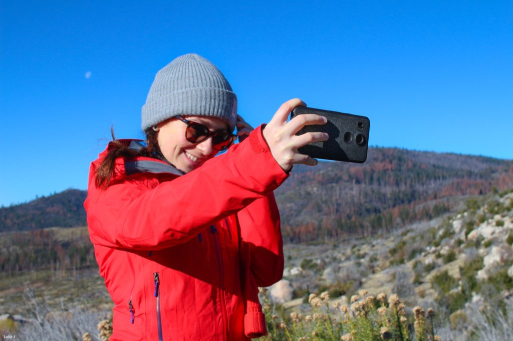 lola-j, travel blog, travelling, cestování, lifestyle, životní styl, california, usa, yosemite national park, hot chocolate, tea, coffee, cozy, winter, czech blogger, fashion, česká blogerka, california tips, kalifornie, tipy, fotky, zkušenosti, výlet, hiking, nature, příroda, photography, woods, animals, lion, bear, mountains, hory, zima, zvířata, les, lake, jezero, slunce, objevování, tumblr, exploring, grunge, indie, green, tree, beautiful, frozen, zmrzlé, selfie, girl, moon, sister, brunette, lunettes, sun glasses, brýle, nexus 5x