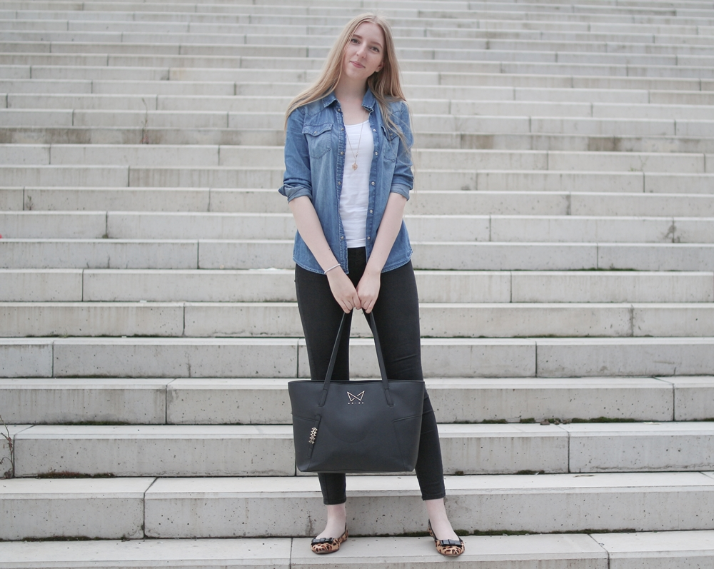 ootd, outfit of the day, daily inspiration, casual model, denim shirt, black high waisted jeans, zara, ballerinas, leopard flats, atelier mercadal, paris, butique, long blonde hair, nordic, czech, blogger, fashion, móda, fashion post, fashion blog, blog o m´odě, blogerka, tipy, rady, styl, jak kombinovat, zvířecí vzory, leopardí baleríny, praha, trojský most, kabelka noire, černá kabelka, dámská, inspirace