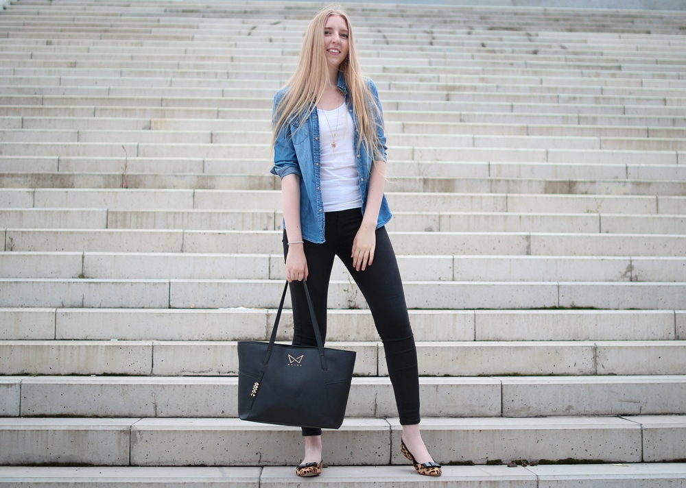 ootd, outfit of the day, daily inspiration, casual model, denim shirt, black high waisted jeans, zara, ballerinas, leopard flats, atelier mercadal, paris, butique, long blonde hair, nordic, czech, blogger, fashion, móda, fashion post, fashion blog, blog o m´odě, blogerka, tipy, rady, styl, jak kombinovat, zvířecí vzory, leopardí baleríny, praha, trojský most, kabelka noire, černá kabelka, dámská, inspirace, bílé schody