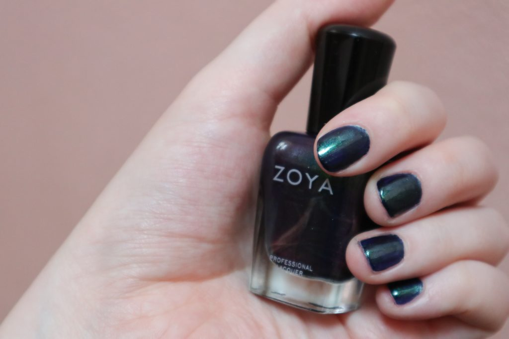 laky na nehty zoya, nail polish, lola-j, czech blogger, fashion, beauty, kosmetika, krása, recenze review, blog, party, evening, photography, večerní fotka, večírek, lak na nehty olivera, green blue, tumblr combo, shiny, glitter, flip flop