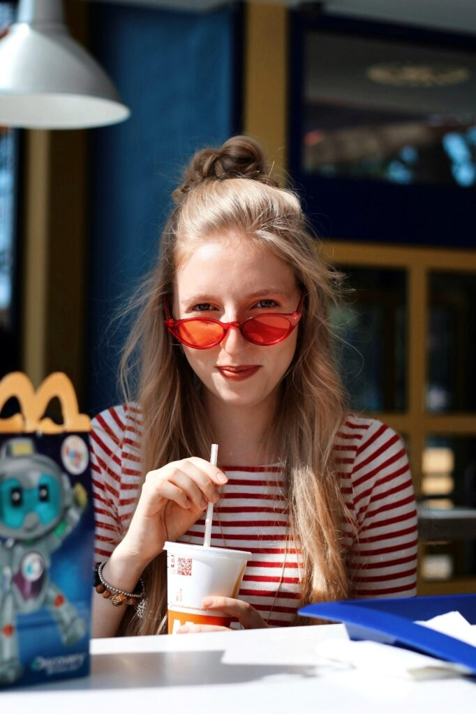McDonalds yellow blue red theme czcech blogger lola-j red glasses