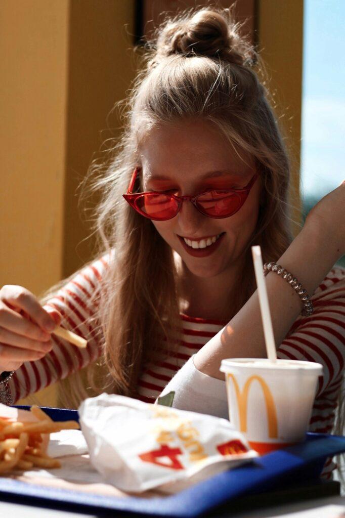 McDonalds yellow blue red theme czcech blogger lola-j fries
