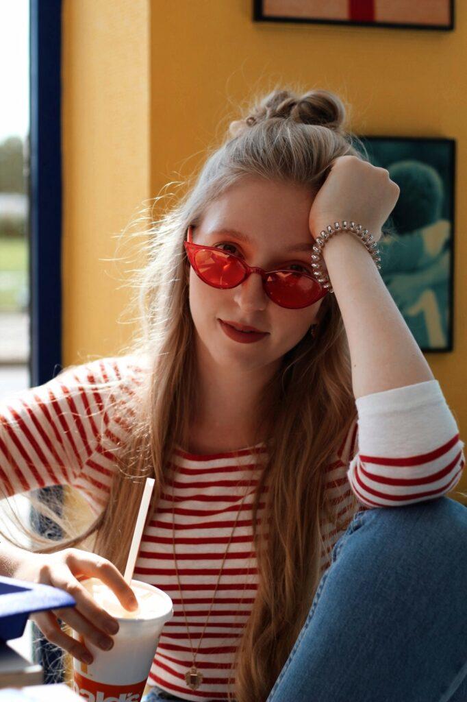 McDonalds yellow blue red theme czcech blogger lola-j cat eye glasses